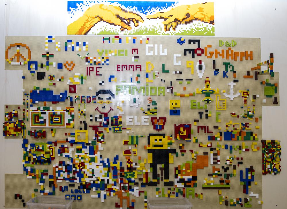 Il murales di Lego del Kreyon Day alle 17.00